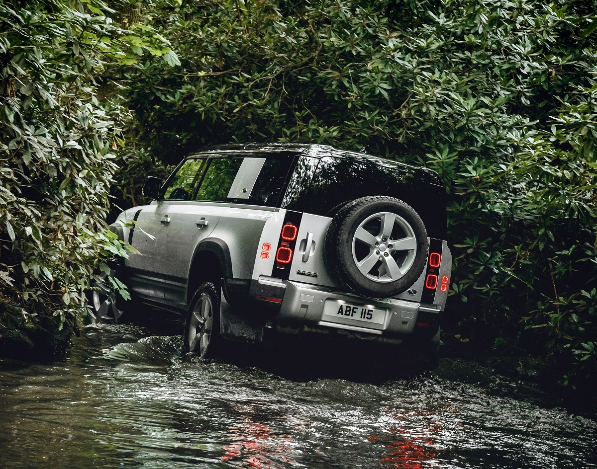 Land Rover Defender 110 Country Pack First Edition 26