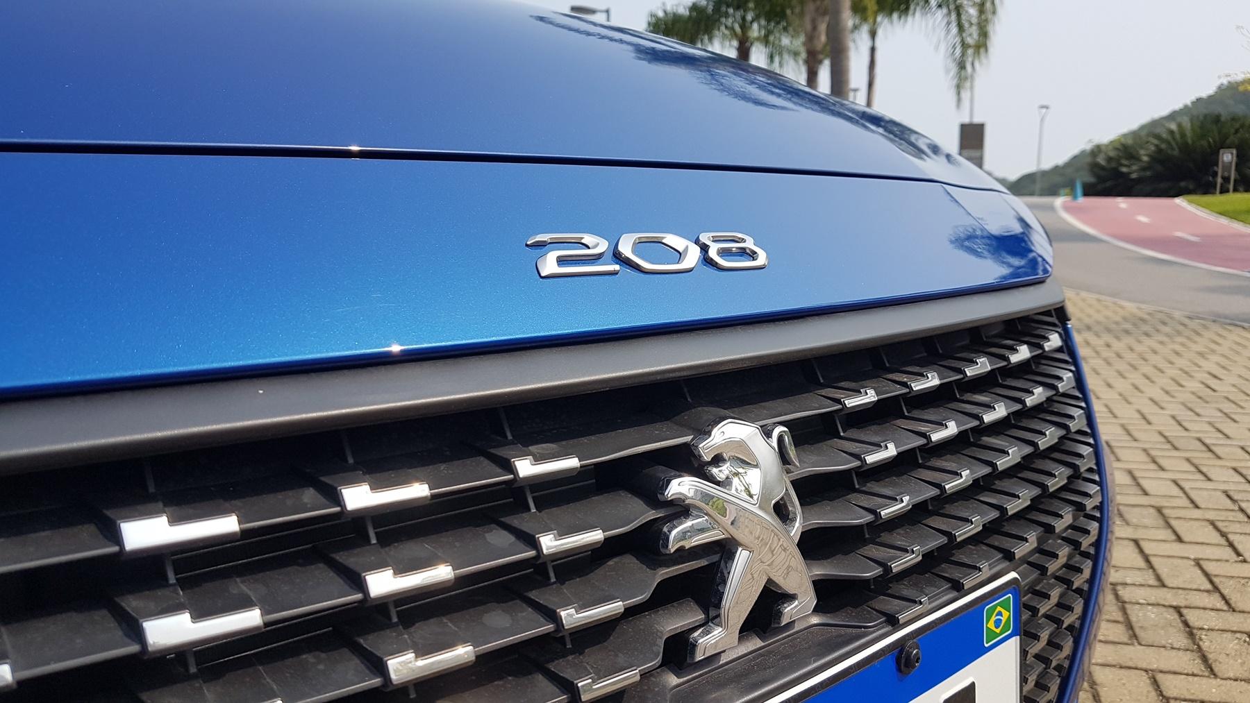 Peugeot 208 Griffe 1.6 AT carros com piloto automático