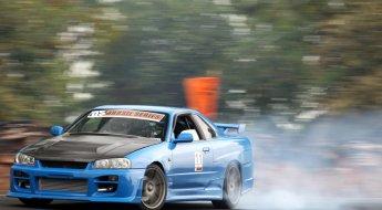 Fiuk faz drift com seu Nissan Skyline