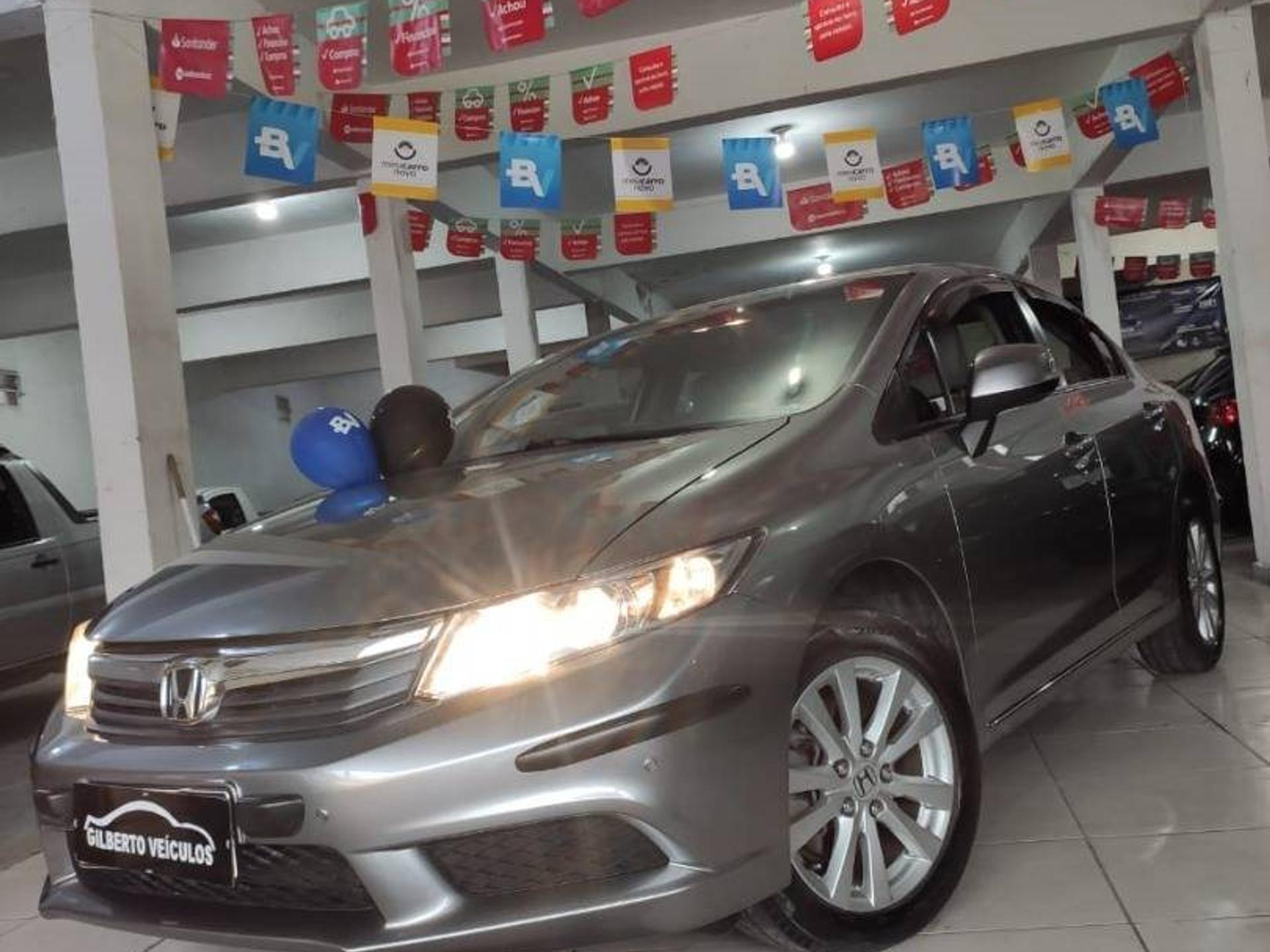 Honda Civic 1.8 Lxs 16v Flex 4p Manual Wmimagem17511380519