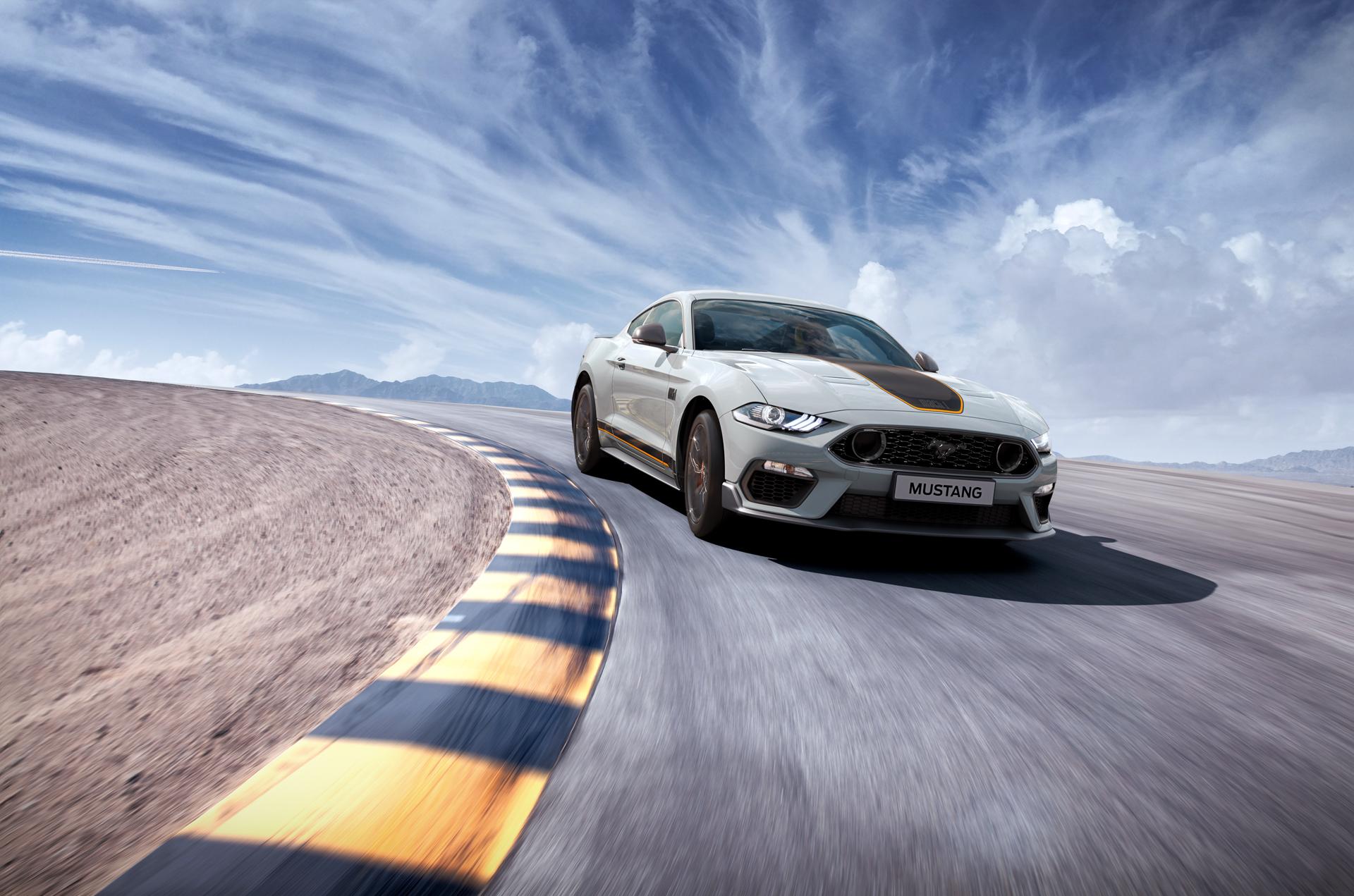 Mustang Mach1 é um meio termo entre a versão GT tradicional e a linhagem mais esportiva da Shelby