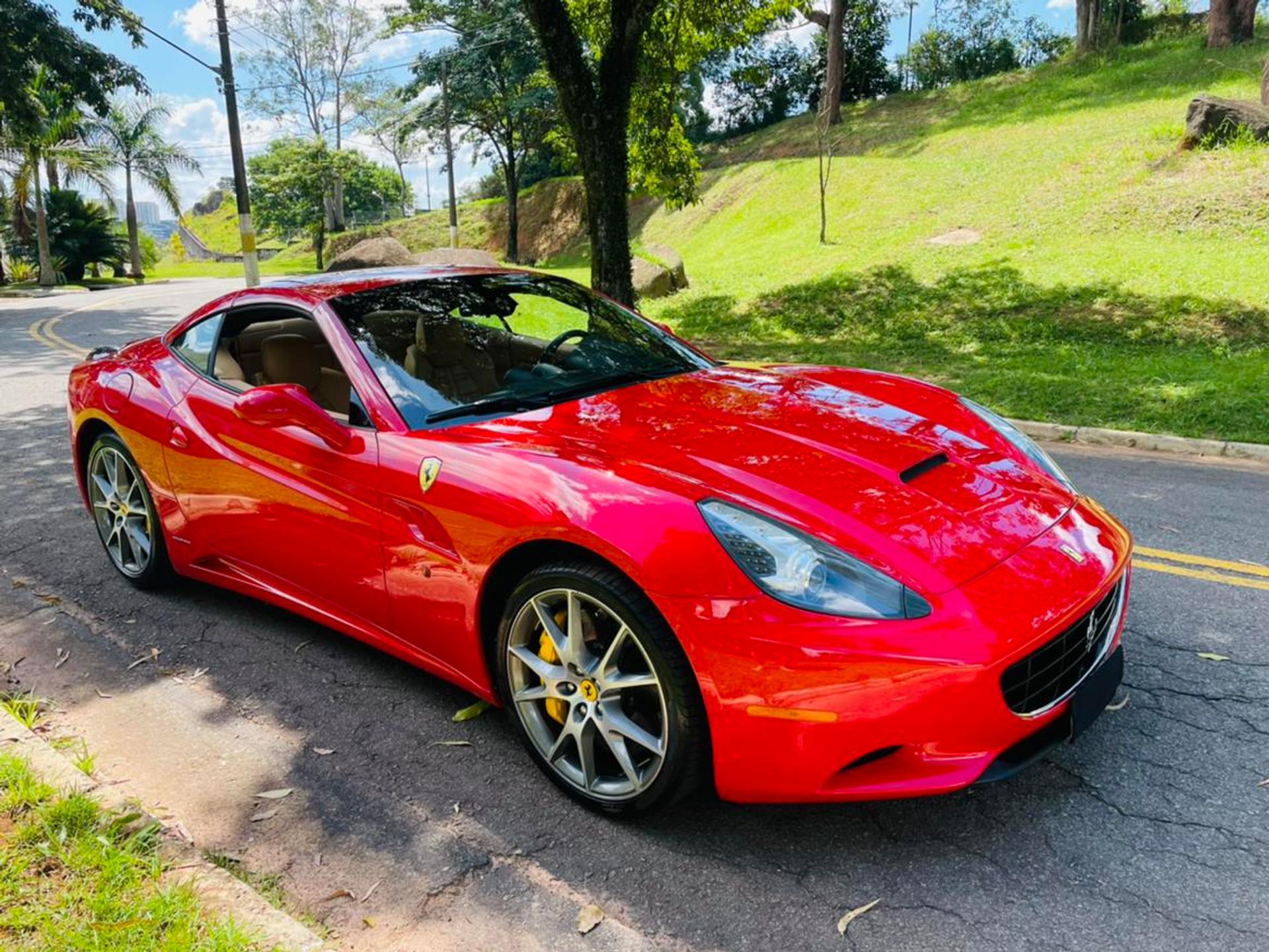 Ferrari California 4.3 V8 Gasolina F1dct Wmimagem17560385036
