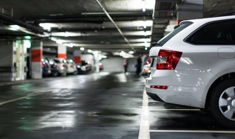 Thumbnail Carro Na Garagem