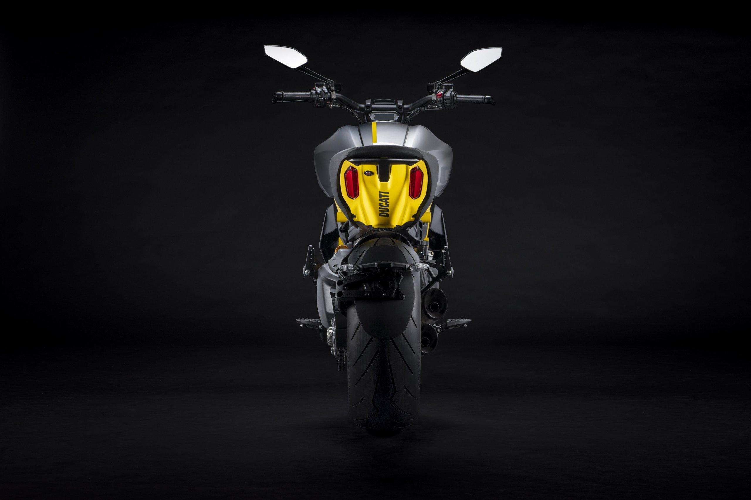 Ducati Diavel Black And Steel 6