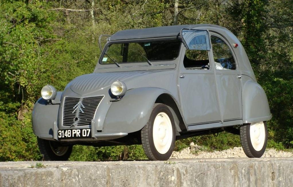 Citroën 2CV estreou no Salão de Paris