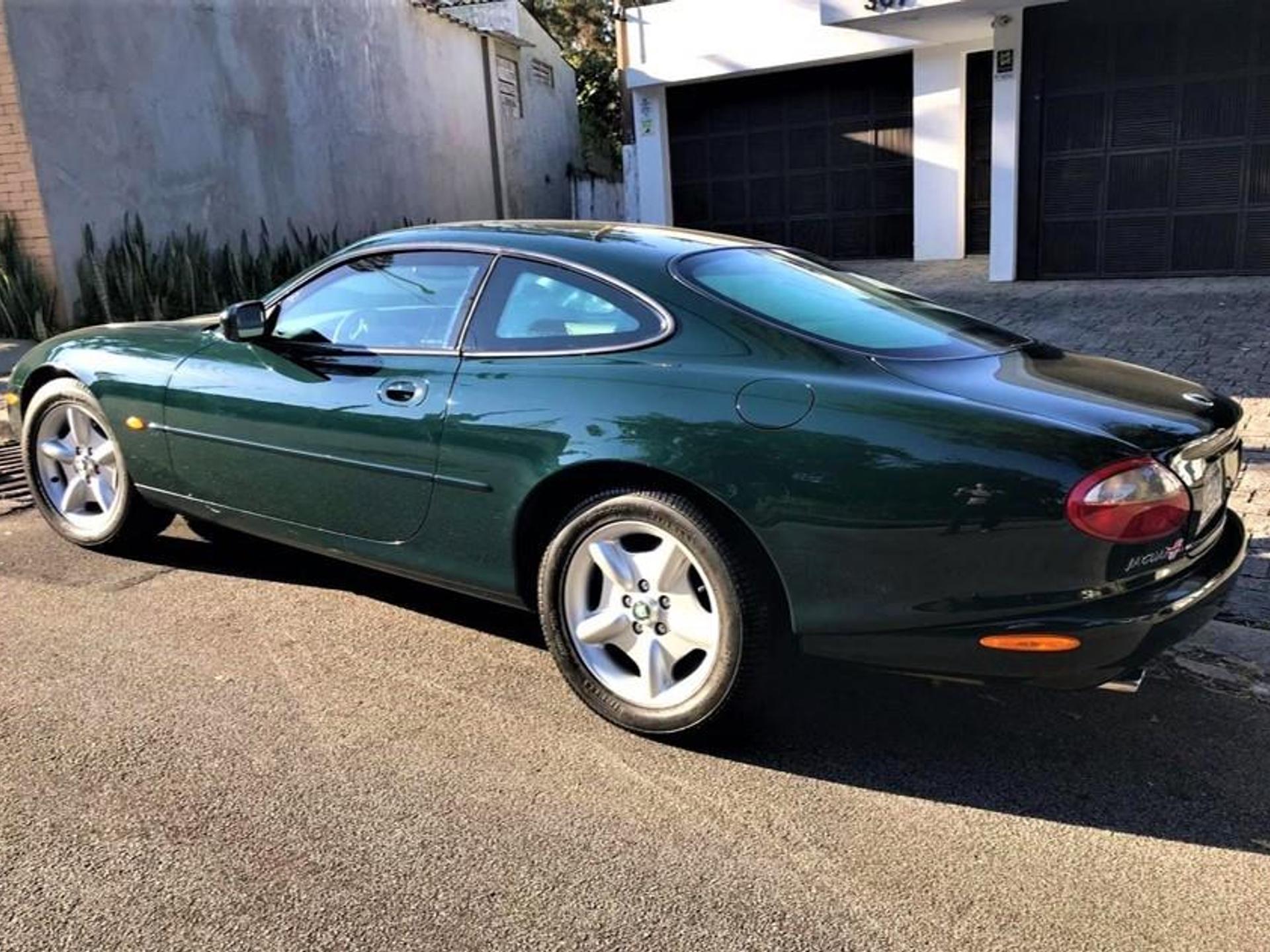 Jaguar Xk8 4.0 Coupe V8 32v Gasolina 2p Automatico Wmimagem16284536795
