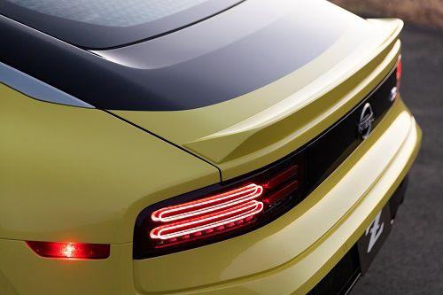 Nissan Z Traseira Amarela